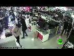 بالفيديو انفجار بطارية آي فون في فم صيني