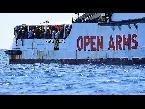 إسبانيا تعرض استقبال المهاجرين العالقين على متن سفينة إنقاذ في إيطاليا وأوبن آرمز ترفض