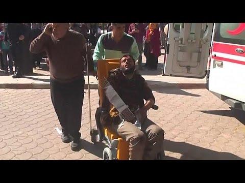 اليمن اليوم- شاهد انفجار سيارة مفخخة يخلف أكثر من 40 قتيلًا وعشرات الجرحى
