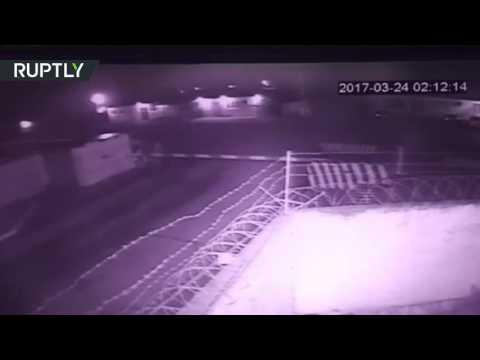 اليمن اليوم- بالفيديو لحظة الهجوم المسلحين على مركز الحرس الوطني الروسي