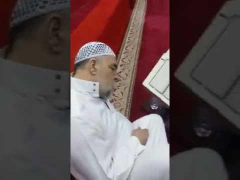 اليمن اليوم- شاهد وفاة مؤذن وهو يقرأ القرآن قبل رفع آذان الفجر بدقائق