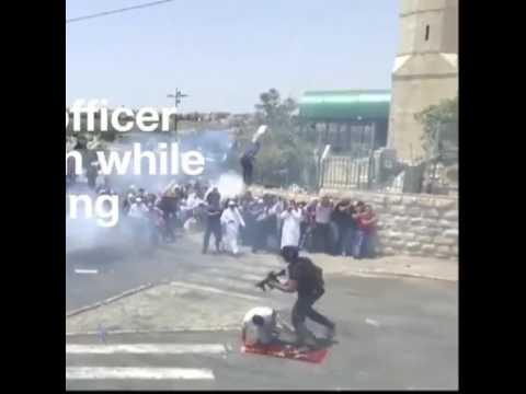 اليمن اليوم- شاهد جندي إسرائيلي يركل أحد المصلين في مدينة القدس
