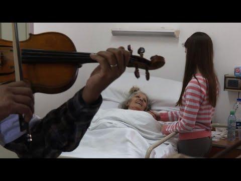 اليمن اليوم- شاهد عروض موسيقى كلاسيكية للترويح عن المرضى في الأرجنتين