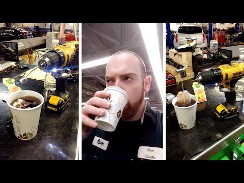 اليمن اليوم- شاهد عامل بناء يستخدم شنيور لعمل كوب شاي