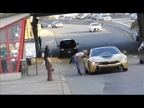 اليمن اليوم- شاهد فتاة تنهار أمام سيارة ذهبية لأحد الشباب