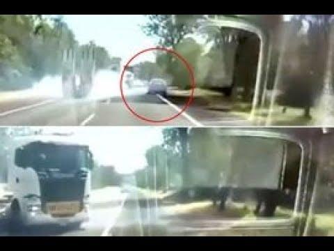 شاهد سائق محظوظ ينجو من الدهس أسفل لوري