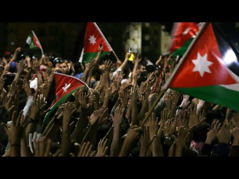 شاهد استقالة حكومة الملقي غير كافية لوقف غضب الشارع الأردني