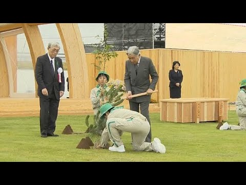 شاهد إمبراطور وإمبراطورة اليابان في رحلة تشجير لثلاثة أيام