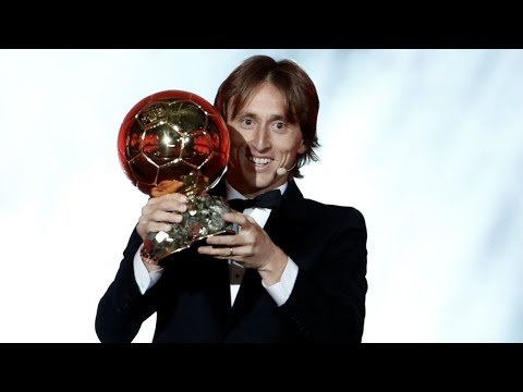 شاهد الكرواتي لوكا مودريتش يتوج بجائزة الكرة الذهبية 2018