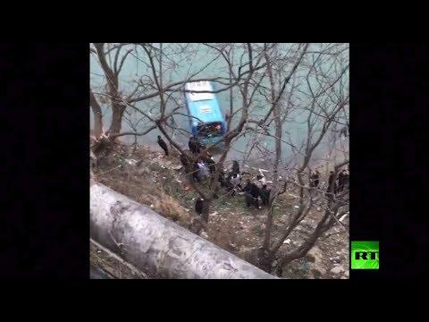 شاهد سقوط حافلة ركـاب في نهر جيالينغ شـمال الصين