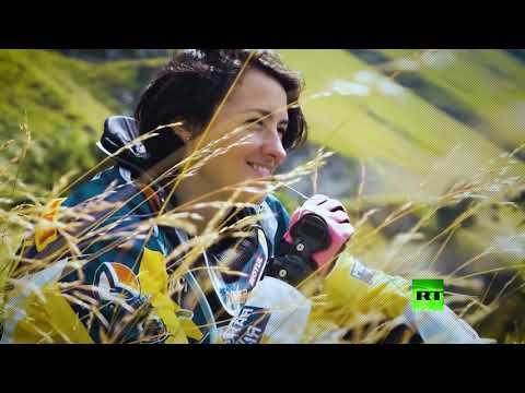 شاهد روسية تكسر احتكار الرجال لسباقات الدراجات النارية