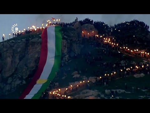 شاهد الأكراد يزينون جبال العراق بنيران نوروز الساحرة