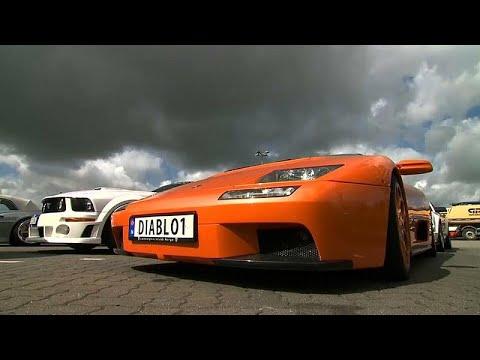 شاهد توقيف 120 سيارة رياضية شاركت في سباق غير مرخص بألمانيا