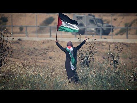 شاهد فلسطينيون يحيون ذكرى النكبة بمظاهرات عند السياج الفاصل