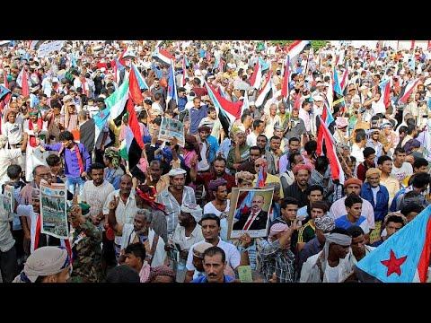 عشرات الآلاف ينظمون مسيرة في عدن لدعم الانفصاليين الجنوبيين