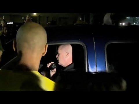 شاحنة تابعة لسجن أميركي تصدم متظاهرين ضد سياسة الهجرة
