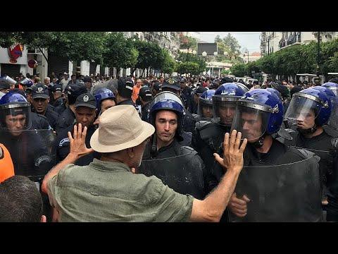 شاهد الآلاف يتظاهرون في الجزائر في الجمعة الـ31 رفضًا للانتخابات المرتقبة