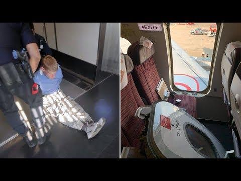 شاهد سائح مخمور يخلع باب الطائرة ويُثير الذعر بين الرُكّاب
