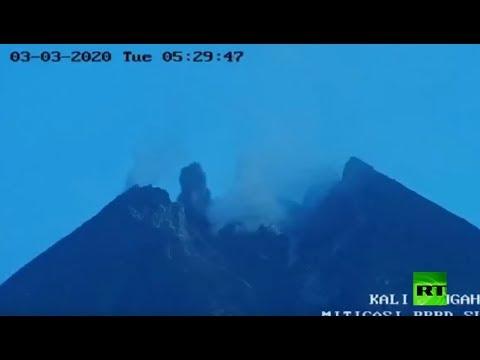 شاهد لحظة ثوران بركان في إندونيسيا