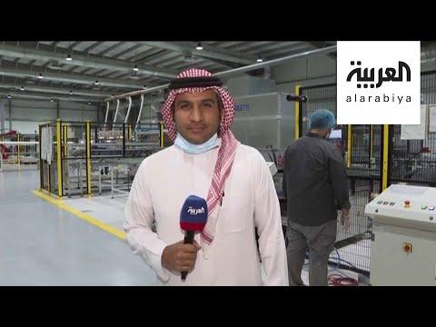 شاهد روبوتات تقوم بصناعة الألواح الشمسية في السعودية