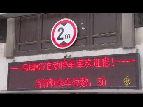 اليمن اليوم- بالفيديو  روبوت صيني جديد يستخدم لركن السيارات
