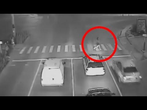 اليمن اليوم- بالفيديو حادث مروّع تفصله ثانية واحدة عن احترام إشارة المرور