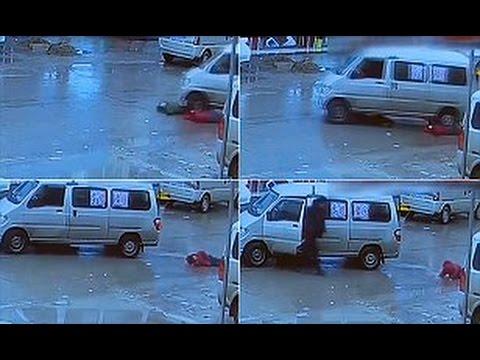 اليمن اليوم- العناية الإلهية تنقذ طفلتين من الموت دهسًا