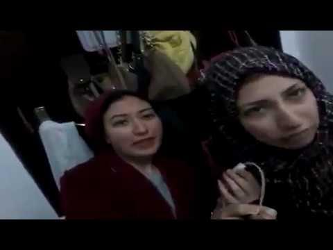 اليمن اليوم- شاهد فتاتان تسخران من أفعال جارتهما المتطفلة