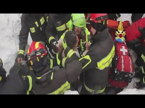 اليمن اليوم- انتشال 8 أشخاص أحياء من تحت أنقاض الفندق الذي دمره انهيار ثلجي وسط إيطاليا