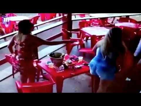اليمن اليوم- شاهد ماذا فعلت امرأة ضبطت زوجها برفقة عشيقته داخل مطعم
