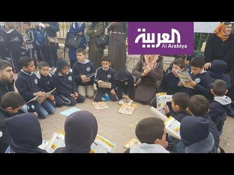 اليمن اليوم- مدرسون فلسطينيون يحولون الشارع لفصل دراسي
