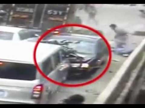 اليمن اليوم- بالفيديو حادث مروّع بسبب سعال مفاجئ لسائق سيّارة