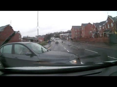 اليمن اليوم- بالفيديو العناية الإلهية تنقذ سائقًا يتناول الخمر أثناء القيادة