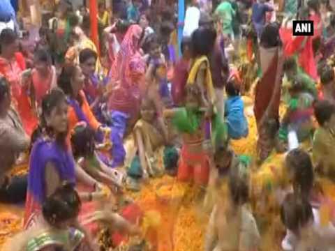 اليمن اليوم- بالفيديو انطلاق مهرجان الألوان احتفالًا باقتراب الربيع في الهند