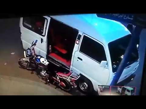 اليمن اليوم- شاهد سرقة موتوسيكل من أمام صيدلية في الإسكندرية