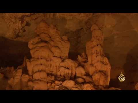 اليمن اليوم- بالفيديو فنون وإبداعات الطبيعة في احدى مغارات سلطنة عمان
