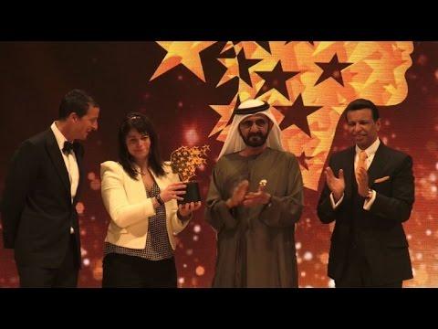 اليمن اليوم- شاهد الكندية ماغي ماكدونل تنال جائزة أفضل معلم في العالم