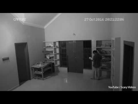 اليمن اليوم- شاهد شبح يهاجم شاب داخل مكتبة