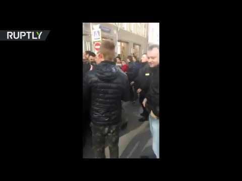 اليمن اليوم- بالفيديو توقيف المعارض الروسي أليكسي نافالني وسط موسكو