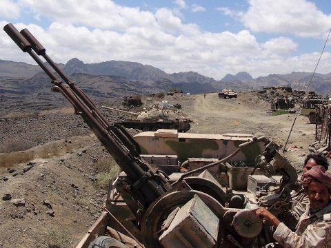 اليمن اليوم- بالفيديو قوات الشرعية اليمنية تقصف مواقع الحوثيين في صنعاء