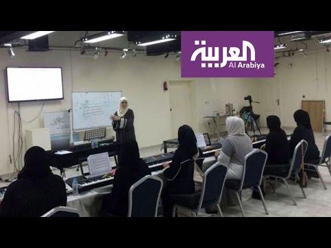 اليمن اليوم- شاهد سعودية تثير الجدل بإعطائها دروس لتعليم البنات