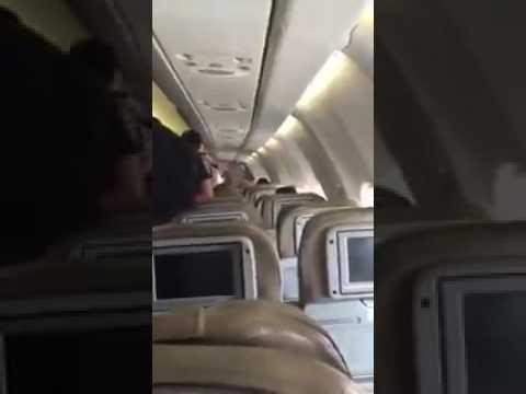 اليمن اليوم- رد فعل ركاب طائرة سعودية بعد فصل التكييف ساعتين