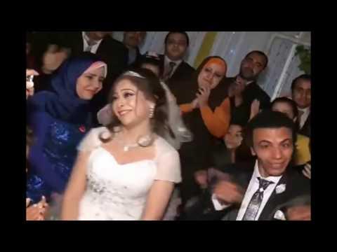 اليمن اليوم- شاهد أقوى دويتو بين عريس وعروسة في حفل زفافهما
