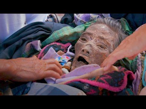 اليمن اليوم- شاهد أسرة إندونيسية تعيش مع جثة جد لمدة 12 عامًا