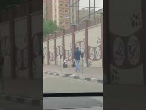 اليمن اليوم- شاهد لحظة هروب فتاتين من أعلى سور مدرسة في الكويت