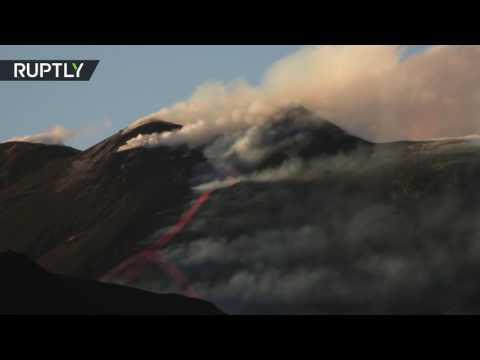 اليمن اليوم- بالفيديو لحظة ثوران بركان إتنا في إيطاليا