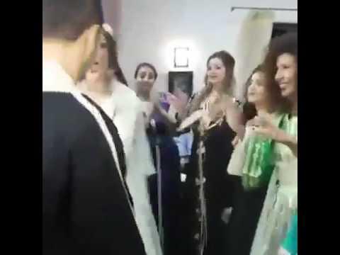 اليمن اليوم- عروسان يحتفلان بزفافهما برقصة مجنونة
