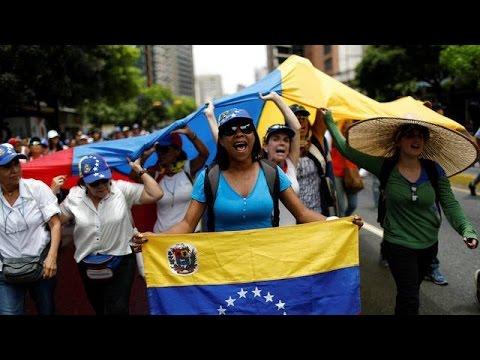اليمن اليوم- شاهد المحتجون يواصلون الاعتصامات في فنزويلا