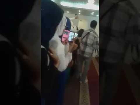 اليمن اليوم- بالفيديو عريس سوداني يتزوج فتاتين مرة واحدة ويقيم لهما حفلة واحدة
