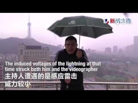 اليمن اليوم- بالفيديو مراسل نشرة جوية يتعرّض إلى صاعقة برق في بث مباشر